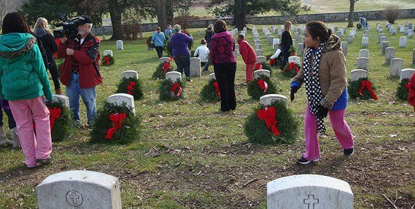 Placing the wreathes