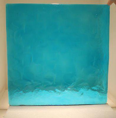 Formella azzurra in vetro a Teolo