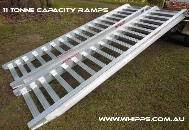 Whipps 11 tonne capacity excavator backhoe machinery loading ramps truck tractor