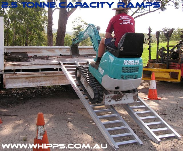 2.5 tonne capacity machinery loading ramps bobcat, excavator, tractor
