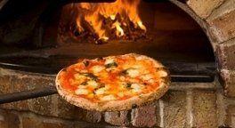 pizzeria cotta nel forno a legna