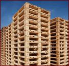 pile di bancali di  legno