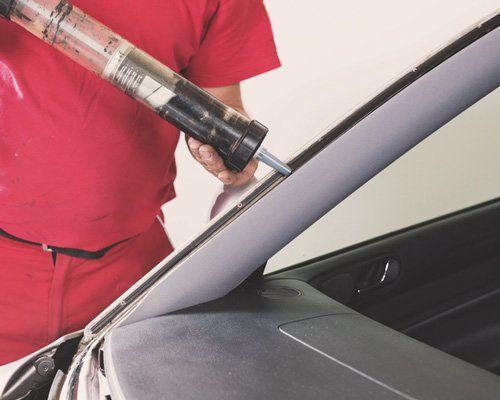Glazier using application gun to apply windshield adhesive - Mobile Service in Apollo, PA