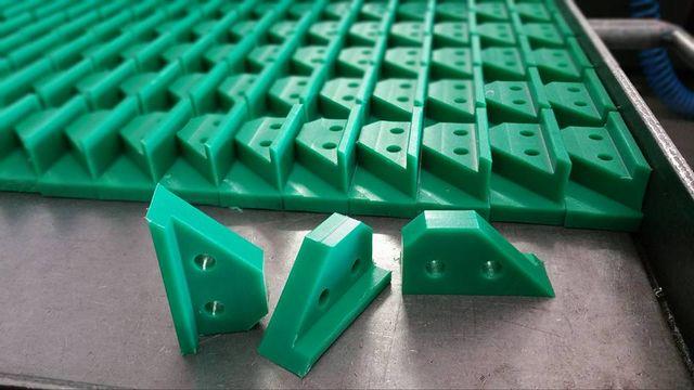 delle lavorazioni di plastica color verde