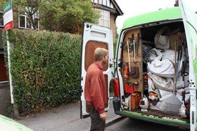 Garden maintenance - Hornchurch - Down 2 Earth Garden Services & Maintenance - Maintenance vehicle