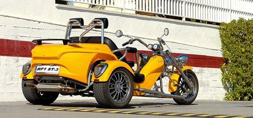 moto modello Rewaco tre posti giallo