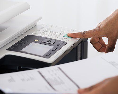 Una fotocopiatrice in azione