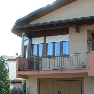 infissi in pvc e finestre in pvc di una casa