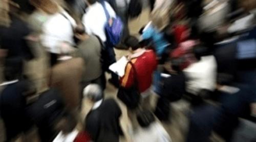 persone viste dall'alto con effetto sfuocata