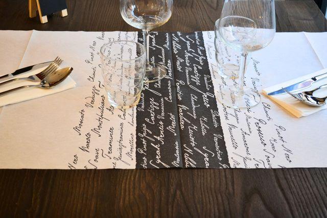 tavolo di un ristorante apparecchiato
