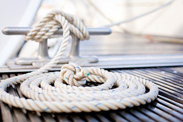 Fune da ormeggio legata ad una barca