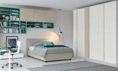 camera da letto bianca e verde, tappeto grigio