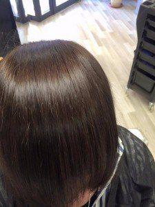 capelli castani a caschetto