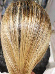 capelli schiariti di biondo