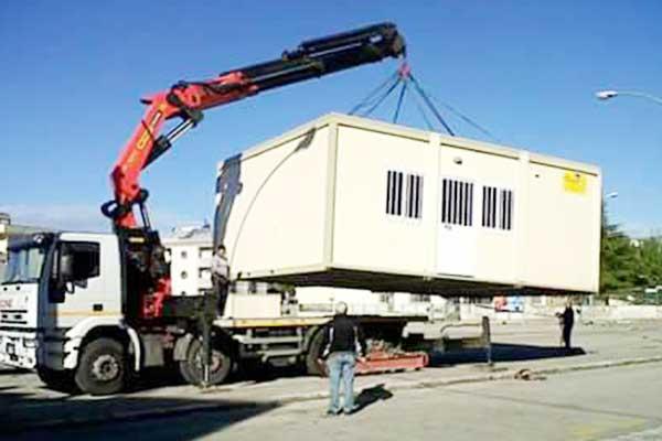 Sollevamento di un container abitativo LEONE srl San Vito Dei Normanni