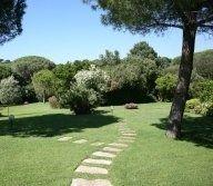 sentiero lungo il giardino
